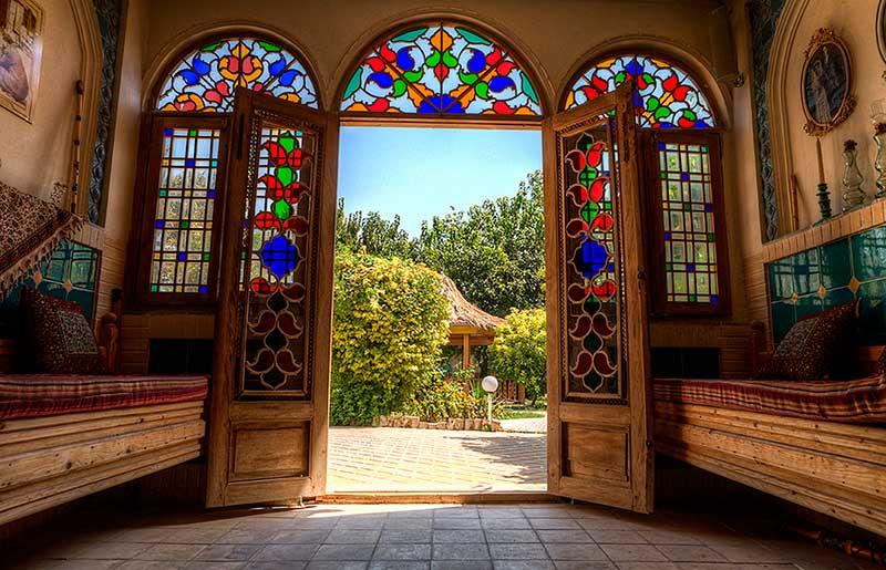 شیشه رنگی سنتی