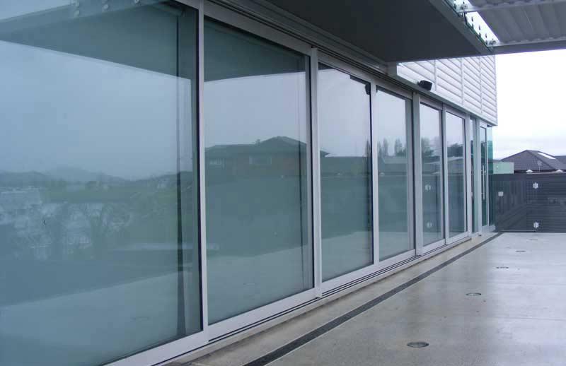 پنجره آلومینیومی ریلی