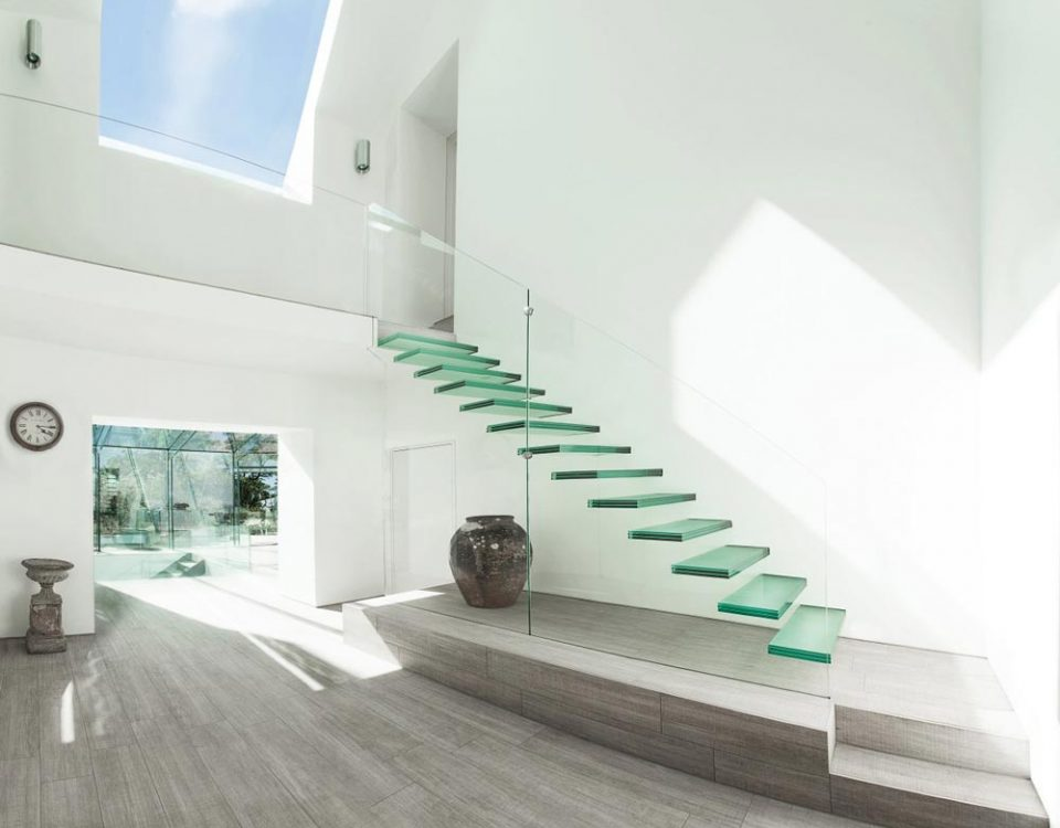 پله شیشه ای